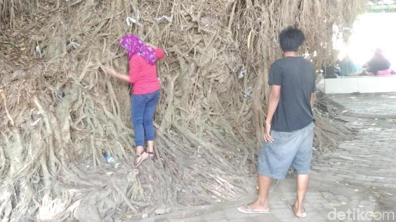Tradisi Saur Sesangi di Makam Loang Baloq Lombok (Harianto/detikTravel)