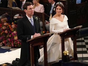 Prosesi pernikahan pasangan ini begitu khidmat. Meski Jack Brooksbank tampak tegang, Putri Eugenie tetap terlihat happy. (Foto: Jonathan Brady - WPA Pool / Getty Images)