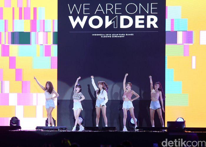 Sejumlah artis papan atas Indonesia hingga dunia turut meramaikan penutupan Asian Para Games 2018. Salah satunya yang paling ditunggu adalah girl band asal Korea Selatan Ace of Angels (AOA).
