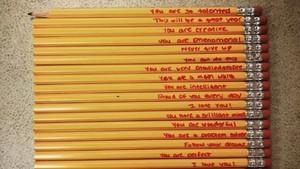 Bikin Haru, Ibu Semangati Anaknya Lewat Pesan Manis di Pensil