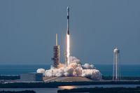 Kennedy Space Center, tempat peluncuran roket ikonik lainnya di Amerika Serikat.