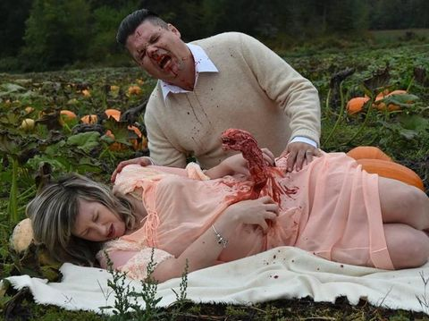 Hiii Seram! Maternity Shoot Pasangan yang Bertema Alien Ini Viral
