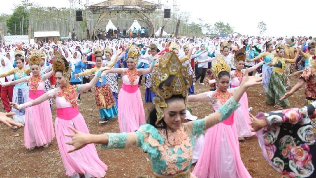 Tari Jipeng di Festival Geopark Ciletuh Sabet Rekor Dunia