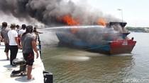 Detik-detik Kapal Ikan di Pelabuhan Probolinggo Ludes Dilalap Api