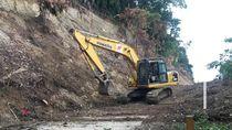 Longsor Lumpuhkan Jalur Pantai Barat Kota Palu