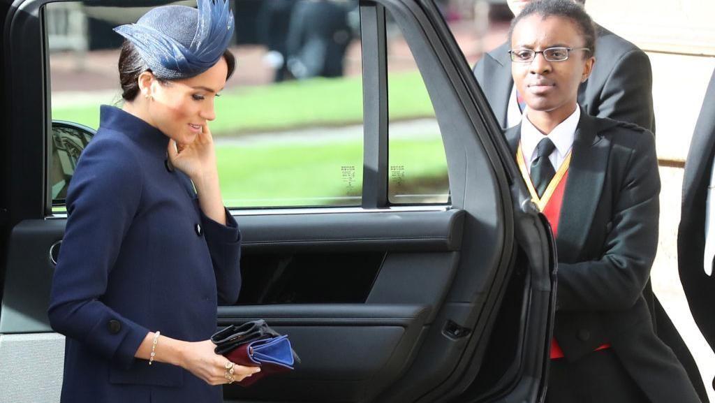 Gaya Nyentrik Meghan Markle di Pernikahan Putri Eugenie, Luput dari Perhatian