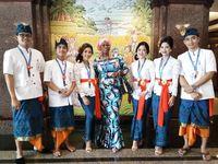 Tampil Beda, Frontliners BNI di Bali Kenakan Baju Tradisional