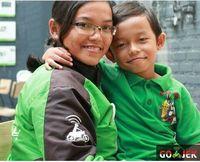 Pipit Pitriasih bersama dengan salah satu anaknya.