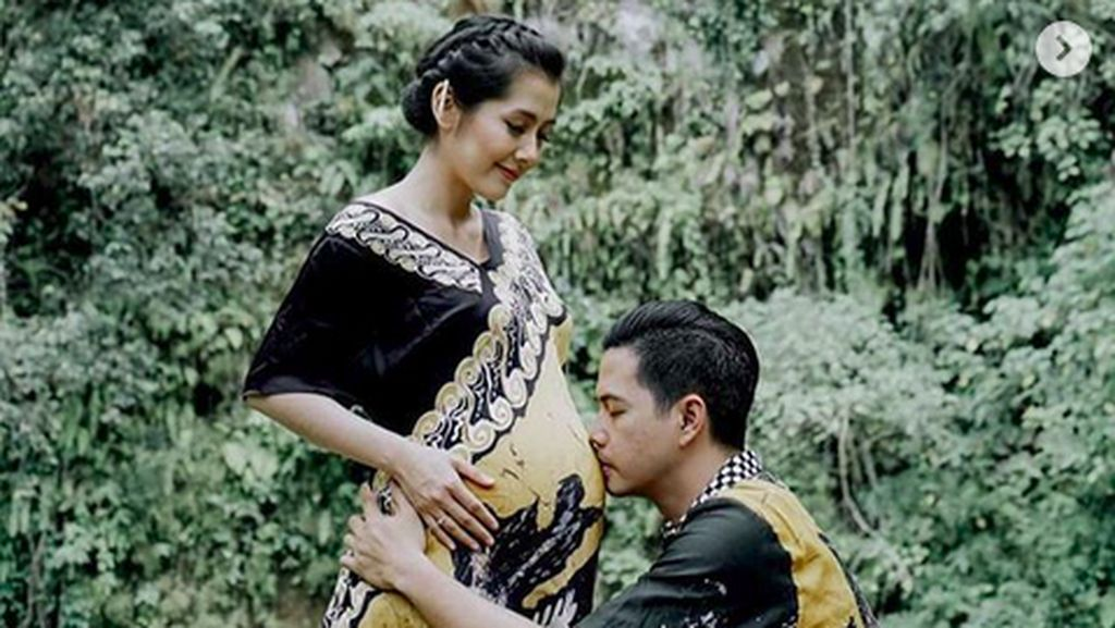 So Sweet, Suami Ardina Rasti Makin Romantis Jelang Lahiran
