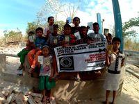 Salah satu jenis bantuan yang diberikan komunitas Balang Ijo kepada anak-anak yang menjadi korban gempa Lombok.