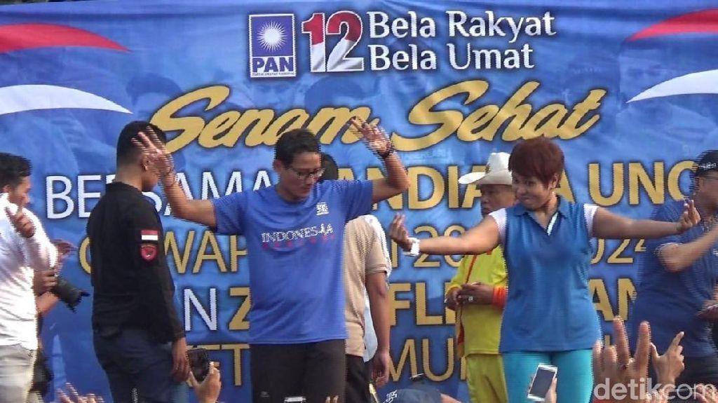 Kunjungi Subang, Sandiaga Uno Goyang 2 Jari Bareng Emak-emak