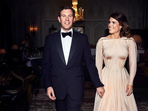 Gaun Putri Eugenie untuk Resepsi Pernikahan Dobrak Tradisi Istana