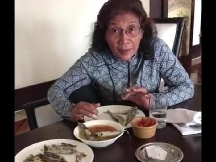 Menteri Susi sedang sarapan dengan menu ikan lemuru. (Foto: Instagram Susi Pudjiastuti)