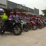 Dear Emak-emak, Naik Motor Jangan Lupa Pakai Helm Ya!