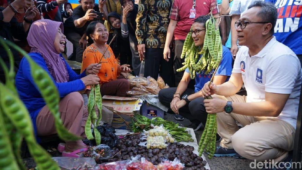 Gaya Rambut Petai Sandiaga saat Kunjungi Pasar di Subang