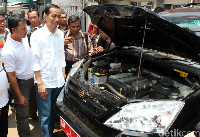 Esemka dan Jokowi. Foto: Rachman Haryanto