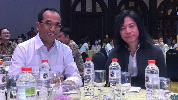 Galang Dana untuk Palu, Menhub Lelang Kemeja Asian Games