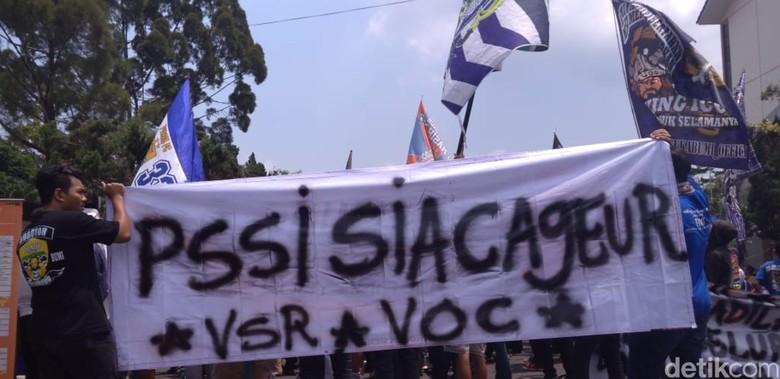 Ratusan Bobotoh di Sukabumi Demo Desak PSSI Direvolusi
