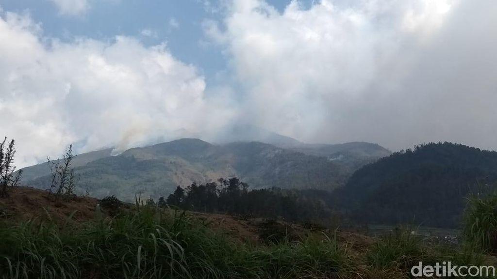 Diperlukan Helikopter untuk Padamkan Kebakaran di Gunung Merbabu
