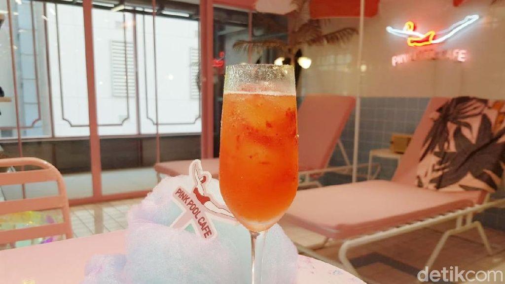 Pink Pool Cafe: Puas Selfie Sambil Cicip Pink Hotel Bangkok yang Instagramable