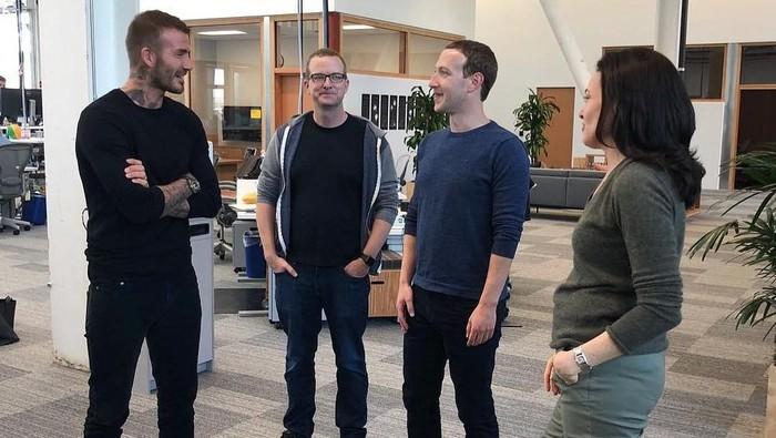 Potret kunjungan David Beckham ke kantor Facebook dan berjumpa dengan Mark Zuckerberg Cs. Foto: Instagram/davidbeckham