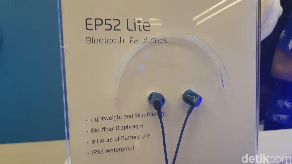 Yang pertama adalah Meizu EP52 Lite. Bluetooth earphone ini ditujukan untuk pengguna yang butuh earphone untuk berolahraga. Bluetooth earphone ini ditujukan untuk pengguna yang butuh earphone untuk berolahraga. (Foto: detikINET/Virgina Maulita Putri)