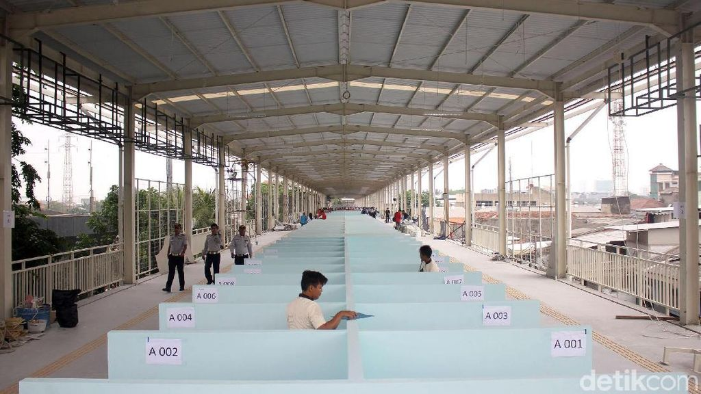 Bayar Rp 500.000, PKL Tanah Abang Dapat Apa Saja di Skybridge?