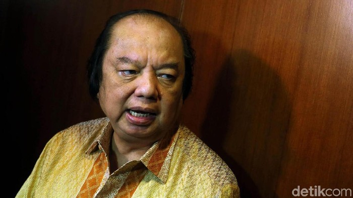 Pengusaha nasional yang juga orang terkaya Indonesia Dato Sri Tahir, menukarkan dolarnya ke rupiah di Gedung Bank Indonesia, Senin (15/10/2018). Nilainya mencapai Rp 2 triliun.