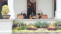 Jokowi Ngobrol Santai Bareng Menlu Palestina di Istana Merdeka
