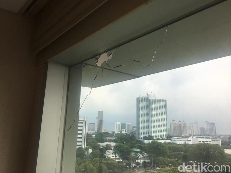 Kena Tembak 3 Kali, Perlukah Gedung DPR Dilapisi Kaca Antipeluru?