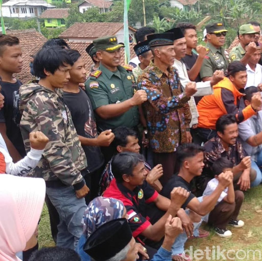 TNI Bangun Jalan hingga Perbaiki Rumah Rusak di Sukabumi