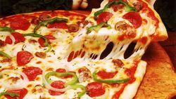 Pria Ini Hanya Makan Pizza dan Sandwich Selai Kacang Selama 40 Tahun