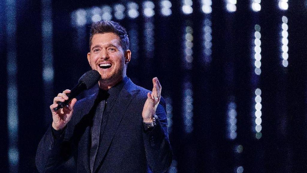Ketegaran Michael Buble Dampingi Si Kecil yang Sakit Kanker Hati