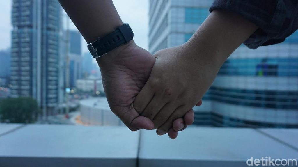 Kondisi Hubungan Sepasang Kekasih Dilihat dari Cara Pegangan Tangan