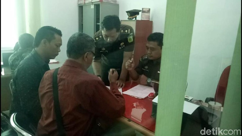 Diduga Korupsi Dana BOS, Kepala dan Waka SMK di Brebes Ditahan
