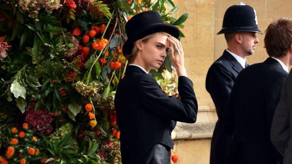 Pakai Jas ke Pernikahan Eugenie, Cara Delevingne Langgar Protokol Istana