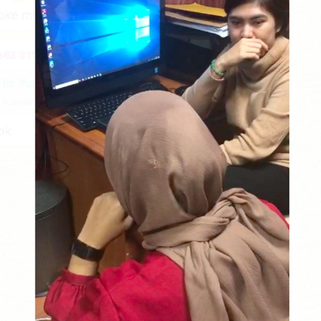 Penampakan Jilbab Bolong Staf F-Golkar yang Terkena Tembakan