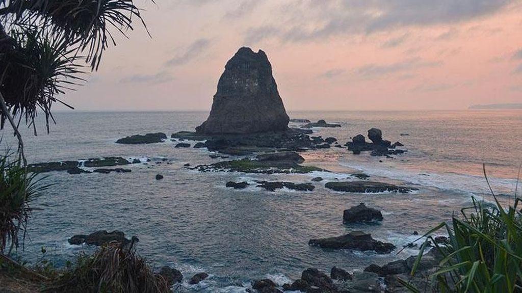 Pantai Papuma, Si Eksotis Kebanggaan Warga Jember