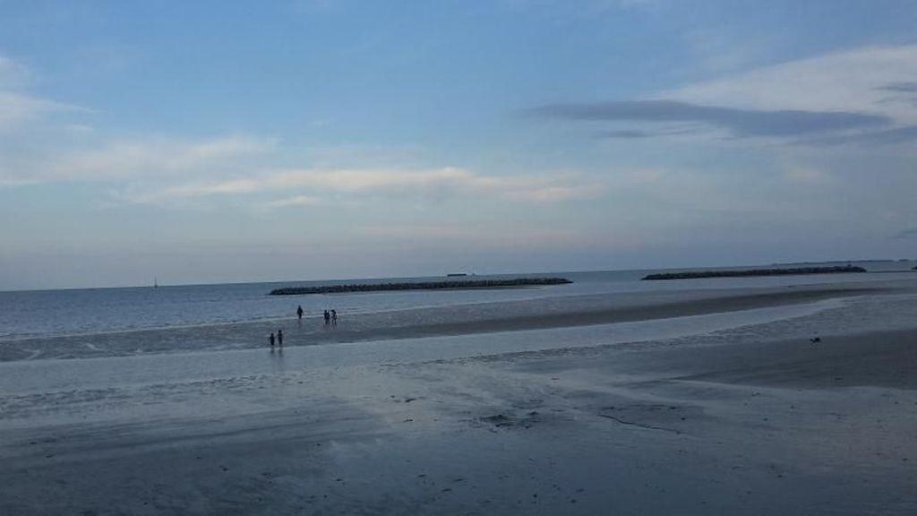Pantai Pasir Padi, Kini Keindahanmu Tak Seperti Dulu