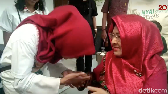 Kesedihan Bertubi-tubi Roro Fitria hingga Wafatnya Sang Ibu