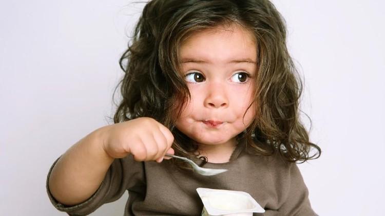 3 Hal Penting yang Perlu Bunda Tahu Sebelum Beri Anak Yoghurt