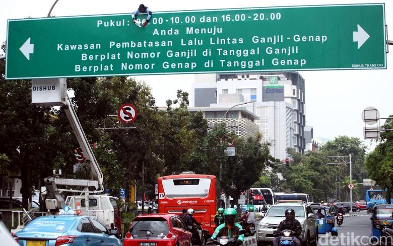 Ganjil-genap Jakarta. Foto: Lamhot Aritonang