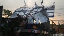 Bojonegoro Dilanda Hujan Angin Kencang, Pohon dan Reklame Tumbang