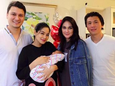 Luna Maya menjenguk Titi Kamalsaat melahirkan anak keduanya, Kai Attar Sugiono. (Foto: Instagram @lunamaya)