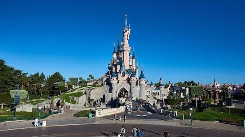 Gara-gara Eskalator Rusak, Seisi Disneyland Paris Panik