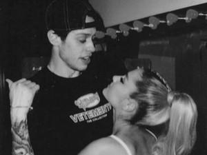 Kematian Mac Miller Jadi Alasan Ariana Grande-Pete Akhiri Pertunangan?