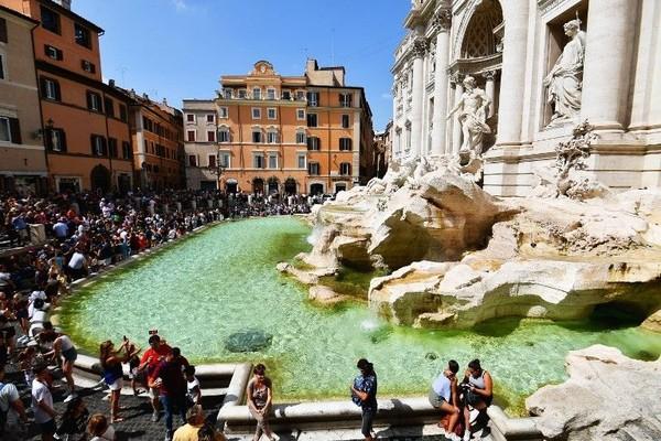 Italia menawarkan berbagai objek wisata bangunan bersejarah, serta spot-spot Instagramable (Vincenzo Pinto/AFP)