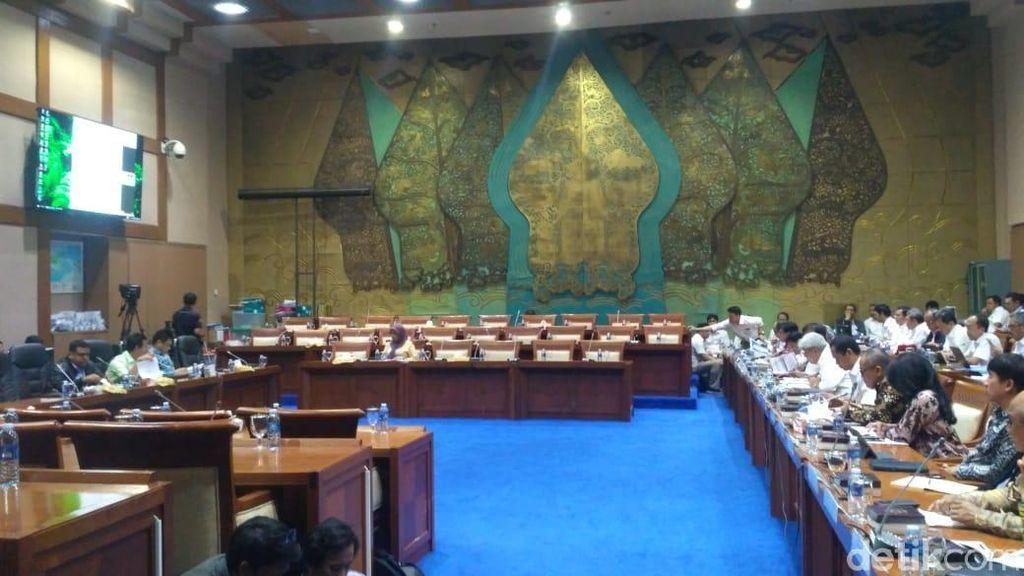 Rapat Harga Premium Batal Naik Jadi Tertutup, Gerindra Walkout