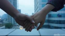 Kamu mau tahu seperti apa kondisi hubungan sepasang kekasih? Berikut ini 9 trik untuk menebaknya berdasarkan cara mereka bergandengan tangan.