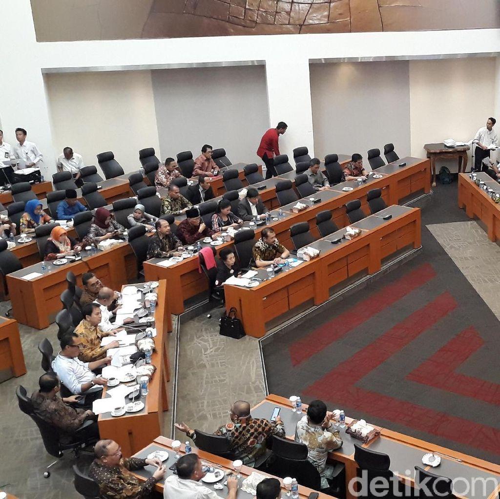 Gara-gara Proyeksi Dolar AS Rp 15.000, Rapat Banggar DPR Diskors